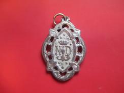 Médaille Religieuse Ancienne/Notre Dame Avec Ancre Et Coeur /Bronze Moulé Argenté/ /Mi-XIXéme  CAN40 - Religión & Esoterismo