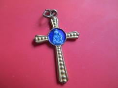 Petite Croix De Chainette/ Croix Métal Doré Avec Centre émaillé Bleu/ Vierge à L'enfant/ Début Vingtième   CAN42 - Religión & Esoterismo