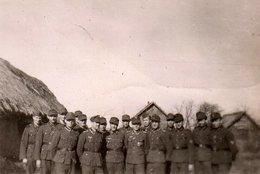 "Photo Originale Guerre 1939-45 - Bataillon & Casquette De Combat "" Einheitsfeldmütze ""   WHARKAW Mai 1944 - Wharkow - Guerre, Militaire"