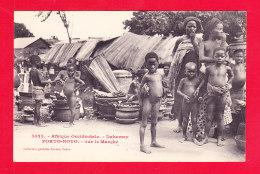 E-Benin-35Ph101  Dahomey, PORTO NOVO, Sur Le Marché, Enfants Nus, Cpa BE - Benin