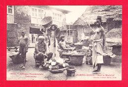 E-Benin-37Ph101  Dahomey, PORTO NOVO, Sur Le Marché, Femmes Seins Nus, Cpa BE - Benin