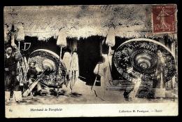 CPA PRECURSEUR INDOCHINE- MARCHAND  DE PARAPLUIES EN 1900- TRES GROS PLAN AVEC ANIMATION- - Vietnam