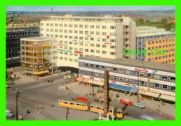 COPENHAGUE, DANEMARK - KONGENS NYTORV - ANIMATED WITH TRAMWAYS & OLD CARS - - Danemark