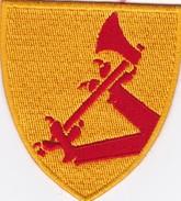 C 1 T 4)  Écusson Tissu Militaire Ou Autre  (Fmt Voir Le Scan 1 Cm Entre 2 Trais)  (Format Largeur 7 Hauteur 7.5 - Scudetti In Tela