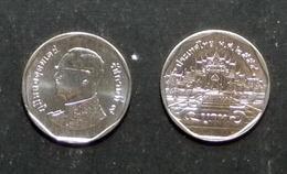Thailand Coin Circulation 5 Baht Year 2011 UNC - Thailand