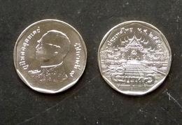 Thailand Coin Circulation 5 Baht Year 2015 UNC - Thailand