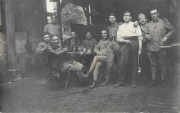 Le Repos Du Soldat Le 14 Juillet - Groupe De Militaires à Identifier - Bad Nauheim (Hesse, Allemagne) 1918 Ou 1919 - Cartes Postales