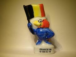 Fève  Footix . France 98. Les Drapeaux 1998.  Fèves .Fève Ancienne  (TPL4.3) - Sports