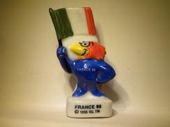 Fève Foot. Footix . France 98.  Les Drapeaux 1998.  Fèves .Fève Ancienne  (TPL4.3) - Sports