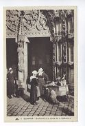 CPA Quimper Bretonnes à La Sortie De La Cathédrale N° 5  Cie Des Arts Photomécaniques - Quimper