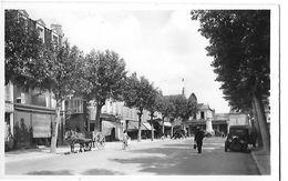 COSNE  N 59  PLACE DE LA REPUBLIQUE   ATTELAGE FACON PHOTO  VOITURE    DEPT 58 - Cosne Cours Sur Loire