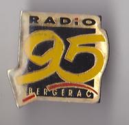 PIN'S THEME VILLE DE BERGERAC   EN DORDOGNE  RADIO 95 - Villes