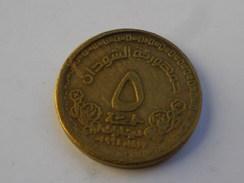 Soudan 5 Dinar   1996 -(1417ah)    Km#114  Batiment Banque Centrale       TB      Poids 8.03   Laiton Epaisseur 2,6mm - Soudan