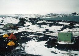 1 AK Antarctica * Scientists Camp Near Cape Royds And Shakleton's Hut Of British Antarctic Expedition 1908 - Ansichtskarten