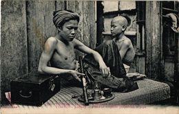 1 CPA   Tonkin Indo-Chine  Laokay  Fumeur D'OPIUM Preparant La Pipe  Opium Smoker - Santé