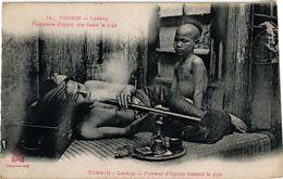 1 CPA   Tonkin Indo-Chine  Laokay  Fumeur D'OPIUM  Fumant La Pipe  Opium Smoker - Santé