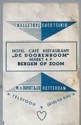 Suikerwikkel.- Embalage De Sucre. - BERGEN OP ZOOM. Hotel Café Restaurant - DE DOORENBOOM -. Markt 8-9 - Suiker