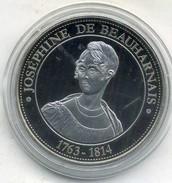 Medaille Comemo,napoléon Bonaparte.... JOSÉPHINE DE BEAUHARNAIS ,(très Bon état Les Trace Sont Dû A Mon Scann.) - Royal / Of Nobility
