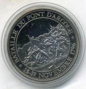 Medaille Comemo,napoléon Bonaparte....BATAILLE DU PONT D ARCOLE ,(très Bon état Les Trace Sont Dû A Mon Scann.) - Royal / Of Nobility