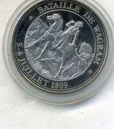 Médaille Comemo,napoléon Bonaparte..BATAILLE DE WAGRAM  ,(très Bon état Les Trace Sont Dû A Mon Scann.) - Royal / Of Nobility