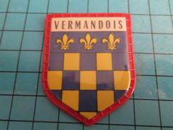 PUB 615 Ecusson Publicitaire Années 60  CAFE MAURICE / ECUSSONS DE FRANCE LES PROVINCES N°29 VERMANDOIS - Magnets