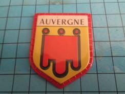 PUB 615 Ecusson Publicitaire Années 60  CAFE MAURICE / ECUSSONS DE FRANCE LES PROVINCES N°7 AUVERGNE - Magnets