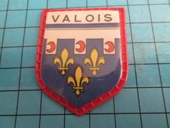 PUB 615 Ecusson Publicitaire Années 60  CAFE MAURICE / ECUSSONS DE FRANCE LES PROVINCES N°28 VALOIS - Magnets
