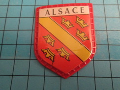 PUB 615 Ecusson Publicitaire Années 60  FROMAGERIE FINAS / BLASONS DE FRANCE LES PROVINCES N°9 ALSACE - Magnets