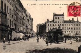 LYON GRANDE RUE DE LA CROIX ROUSSE ET LE MARCHE COUVERT ,JOLI PLAN TRAMWAY    REF 54177 - Lyon