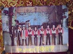 """Ancienne Affiche Publicitaire """"Franck TORY"""" (Groupe De Musiciens) - Posters"""