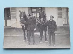 2 Jonge Mannen Met 2 PAARDen / CHEVAL / HORSE / PFERD ( Zie Foto's Voor Detail ) ! - Altri