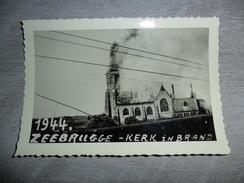Foto  Photo  :  Zeebrugge  Kerk In Brand  Oorlog  Guerre  1944 - Places