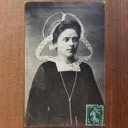 Coiffe De Chateauneuf Du Faou.femme Avec Coiffe Et Costume Breton.édition Le Doare - Châteauneuf-du-Faou