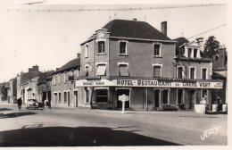 Chantonnay : Le Carrefour Et L'hôtel Du Chêne Vert (semi-moderne) - Chantonnay