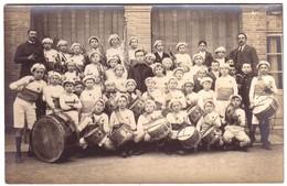 BEAUMONT DE LOMAGNE - Carte Photo D'une Fanfare Avec De Jeunes Enfants Et Un Curé. - Beaumont De Lomagne