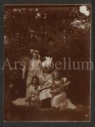Photo Ancien / Foto / Noblesse / Adel / En Costume D'opéra / Mandoline, Album Et éventail / Mandolin / Fan / 1910s - Personnes Identifiées