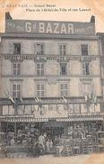 BEAUVAIS  - Grand Bazar - Place De L'Hôtel De Ville Et Rue Louvet - Beauvais