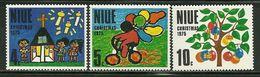 "Niu    ""Children 's Drawings-Christmas 1975""    Set    SC# 174-76   MNH** - Niue"