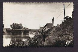 CPSM 92 - ISSY-LES-MOULINEAUX - BILLANCOURT - Pont De Billancourt - USINE + GROS PLAN Pêcheur à La Ligne - Issy Les Moulineaux