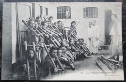 Indochine Prisonniers à La Cangue Cpa - Viêt-Nam