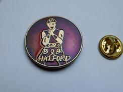 Superbe Pin's , Musique , Bob Halford ,  Groupe De Heavy Metal Judas Priest - Music