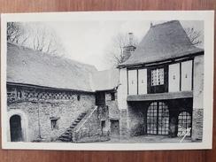 Chateauneuf Du Faou.cour Du Manoir De Keranmoal - Châteauneuf-du-Faou