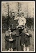 Photo Ancien / Foto / Homme / Man / Father / Père / Children / Enfants / Size: 14.50 X 9.50 Cm. - Personnes Anonymes