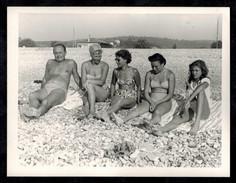 Photo 12 X 9 - Famille Hommes Femmes En Maillot De Bain Pin Up Bikini Années 60 --- Del038 - Pin-ups