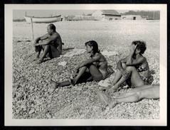 Photo 12 X 9 - Homme Et 2 Femmes Pin Up Maillot De Bain Bikini à La Plage Années 60 --- Del041 - Pin-up
