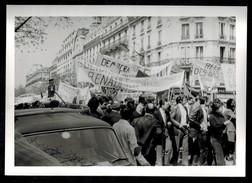 Photo 12 X 9 - Paris Défilé Des Travailleurs Du 1er Mai 1971 - Banderole Renault Le Mans Syndicat Syndicalisme -- Del048 - Photos