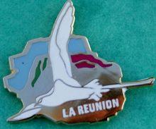 Y..394.).....ILE  DE  LA  REUNION./............OISEAU......Le Paille-en-queue - Pin's