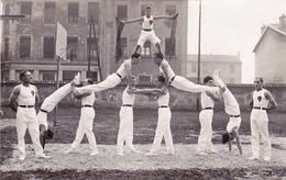 Cpa Photo Saint Fons - Union Gymnique Gymnastes - Photo P Quatrecotes, 21 Rue Gambetta - France