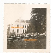 WW2 PHOTO ORIGINALE Soldats Allemands Soirée Camaraderie Château à LAVAL MAYENNE 53 - 1939-45