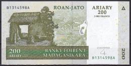 Madagascar:- 200 Ariary/P.87 (2004):- UNC - Madagascar